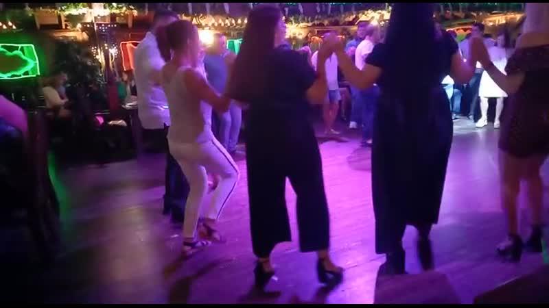 Греческая гречанка в греческой почти греции с греками танцевала греческие танцы💃🏻💃🏻💃🏻💃🏻💃🏻