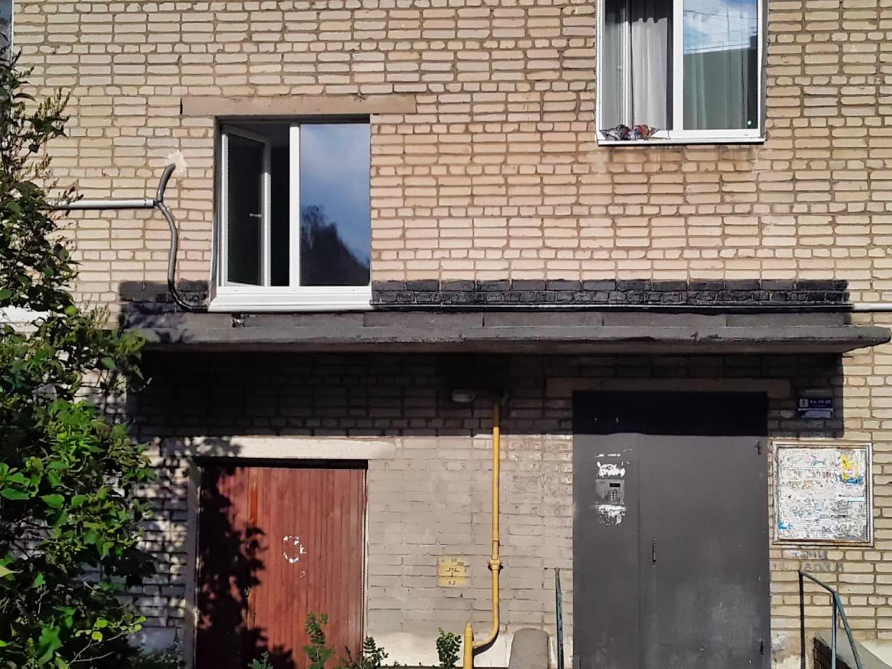 Отремонтировали козырьки над подъездами в 11 домах
