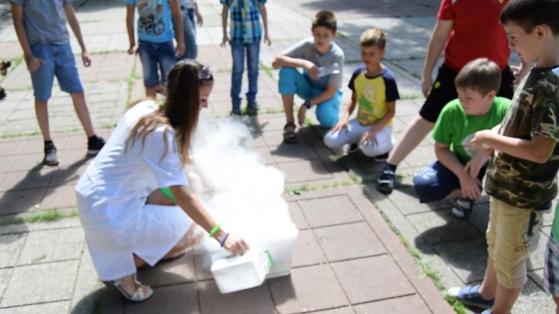 5 07 2016 в парке Гагарина для ребят из секции Лига РОБОТОВ Шоу сумасшедшего профессора Николя эксперимент Супер дымовуха