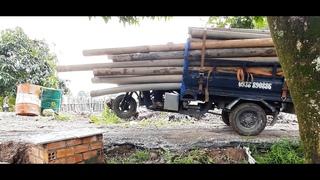 Di chuyển đường ống đi nơi khác và kỹ thuật của anh tài xế chở ống/Move the pipe away
