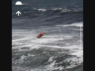 Спасти жизни в океане, не подвергая риску жизнь тех, кто спасает